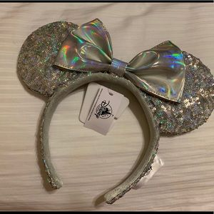 Disney parks minnie holographic ears